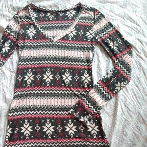 Rue 21 snowflake winter t-shirt size S